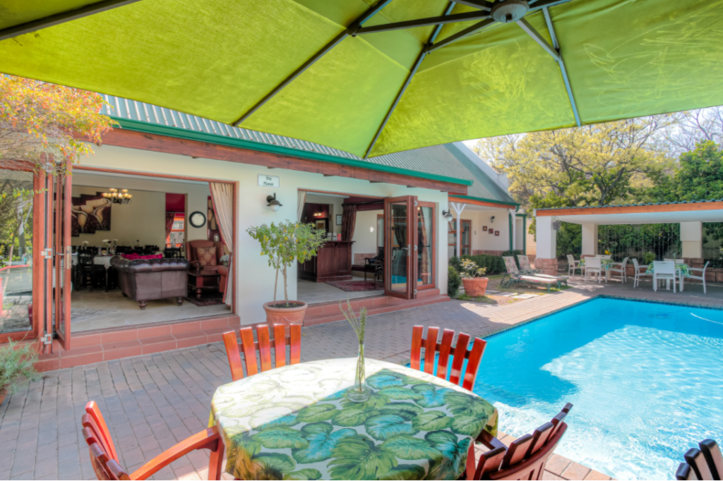 Accommodation with pool in Sunninghill